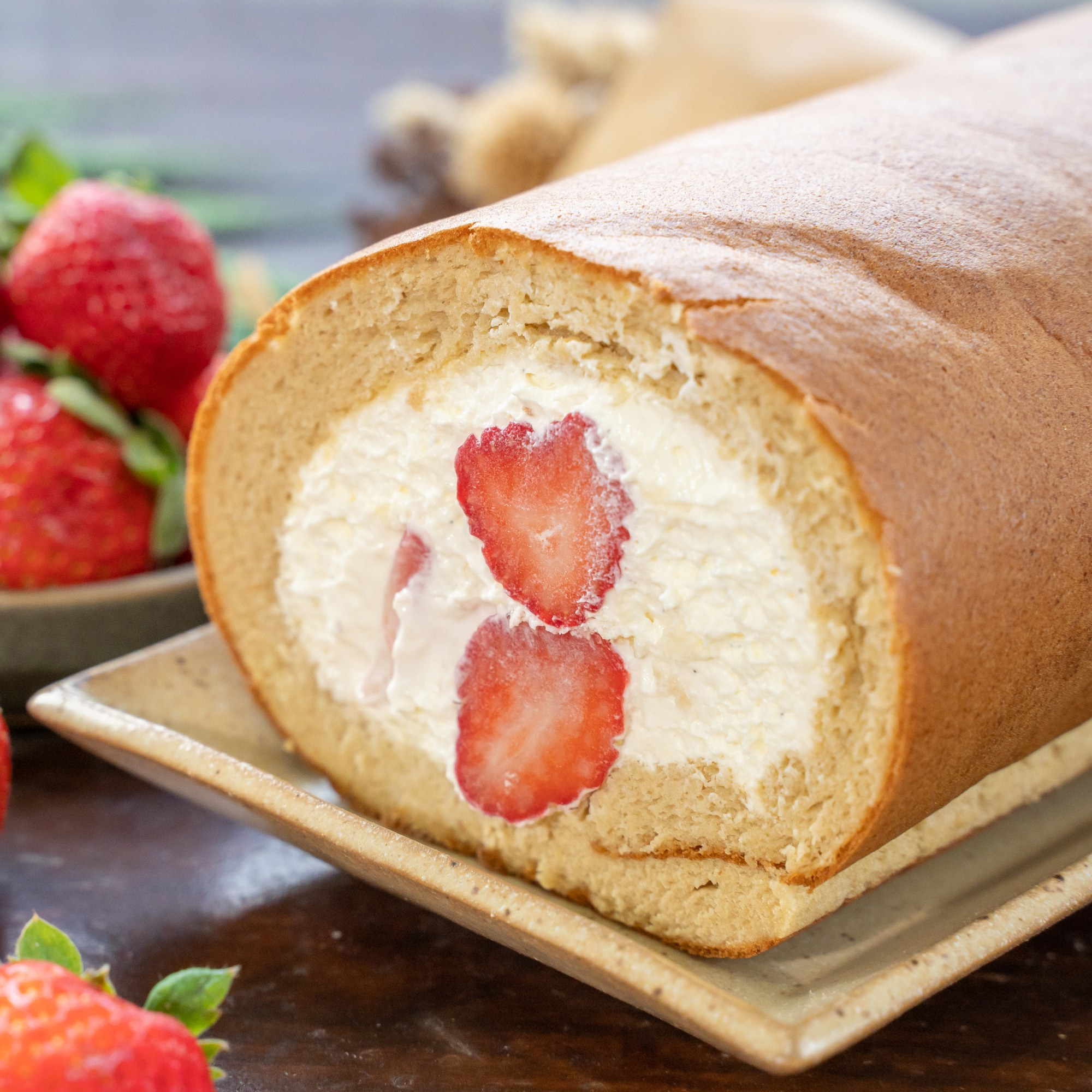 草莓生乳捲 Strawberry cream roll cake