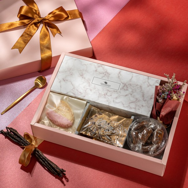 粉紅禮讚 New Year s Gift Box